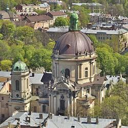 Доминиканский собор и монастырь во Львове. Вид с башни Ратуши