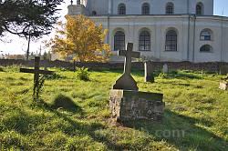 Микулинці. Католицький цвинтар біля костелу