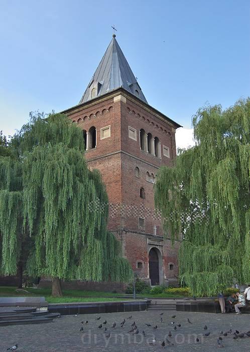 глинська брама и вежа-дзвіниця в жовкві фото