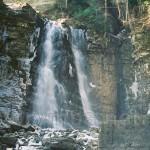 Чаша-каньйон, в яку падає Манявський водоспад
