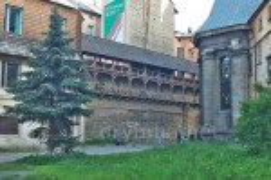 Мури та вїзна башта бернардинського монастиря