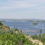Краєвид на Дніпро з Тарасової гори. Вдалині - Канівське водосховище