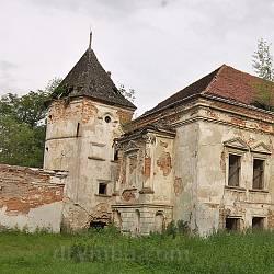 Поморянський замок. Ліве крило та оборонна вежа