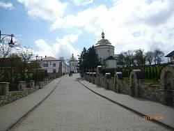Василіянський монастир у Гошеві. Головна алея