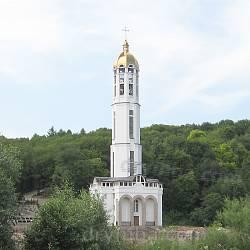 Нова чотириярусна дзвіниця у Зарваниці