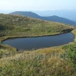 Озерце на південному схилі г.Бребенескул