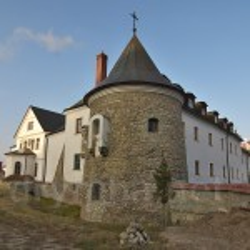Крехівський монастир. Південна (кругла) башта та келії