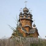 Дерев'яна церква у Святогірську