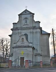 Буськ. Фасад костелу св.Станіслава