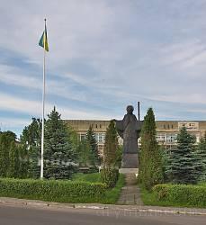 Пам'ятник у центрі Буська