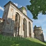 Дзвіниця та башта монастиря у Підкамені