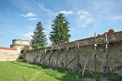 Підкамінь. Подвір'я монастиря та південно-східна башта