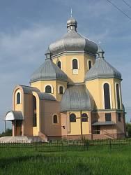 Лавриків. Новозбудований храм -  Різдва Пресвятої Богородиці.