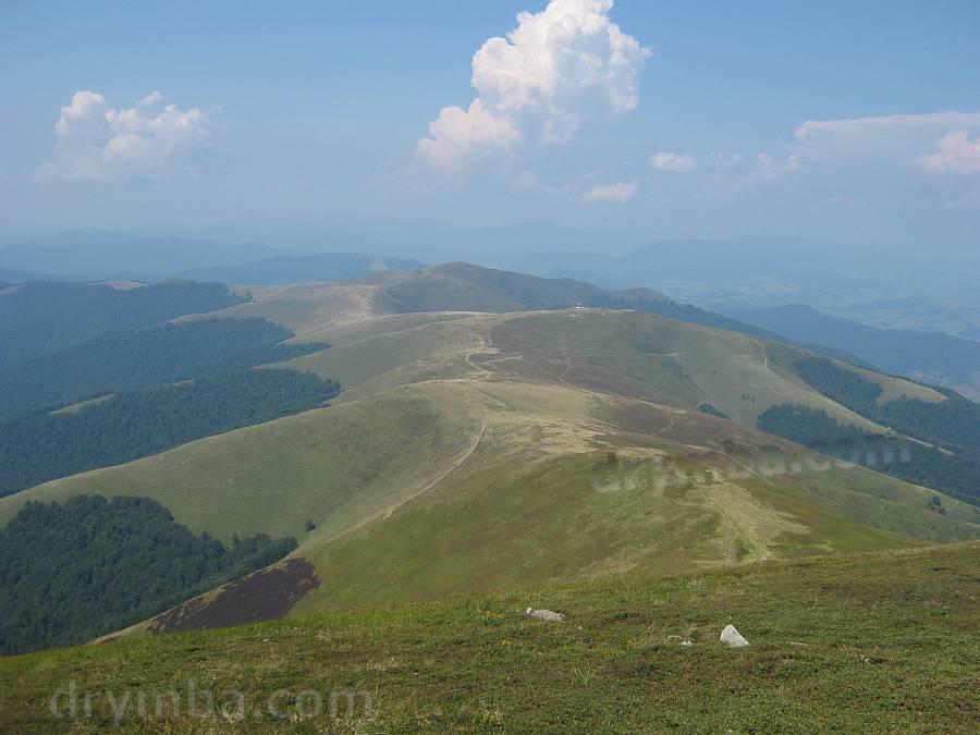 Боржавський краєвид. Вид з Великого Верху на Плай та Темнатик