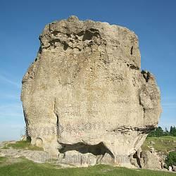 """Скеля """"Камінь"""" у Підкамені"""