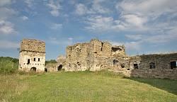 Преображенский монастырь в Подгоре. Корпус келий и надвратная башня