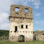 Преображенский монастырь в Подгоре. Руины надвратной башни