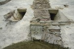 Подгора. Замковый камень монастырских ворот