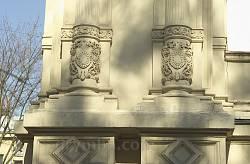 Кам'яне різьблення на колонах