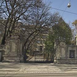Брама палацу Сапєг у Львові