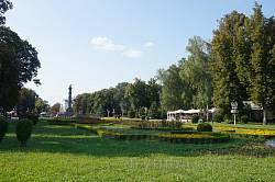 Кругла площа. Центральна частина з пам'ятником