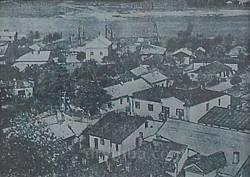Фото старого Галича. На дальньому плані - кенаса