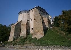 Вежа мурована (сторожова) - вид ззовні фортеці