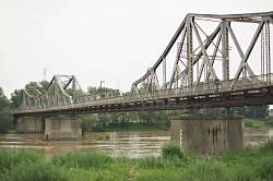 Опори моста з відмітками рівня