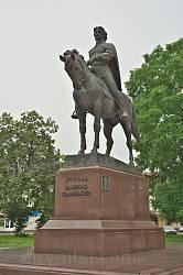 Галич. Пам'ятник королю Данилу