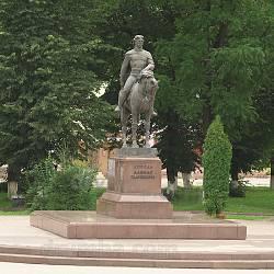 Монумент королю Данилу Галицькому у Галичі