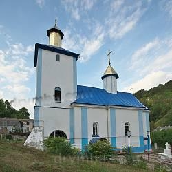 Оборонна церква Різдва Богородиці (с.Звенячин, Чернівецька обл.)
