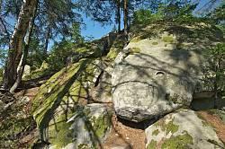 Село Околена. Камінь Довбуша