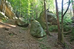 Невеликі камінці