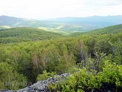"""Заказник """"Зачарована долина"""". Вид на Вулканічні Карпати з вершини скелі"""