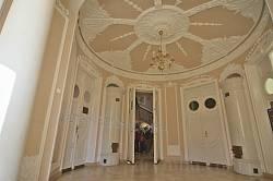 Рівненський будинок вчених. Вестибюль овальної форми
