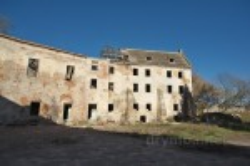 Руїни корпусів замку