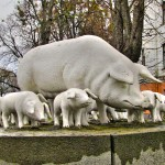 Пам'ятник свиноматці
