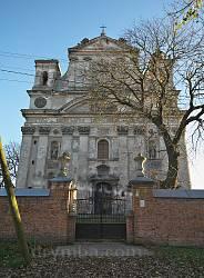 Олика. Троїцький костел. Фасад