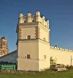Межиріцький Свято-Троїцький монастир. Кутова оборонна вежа