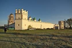 Загальний вигляд Троїцького монастиря із півдня