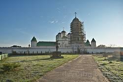 Межиріцький Свято-Троїцький монастир на світанку