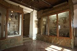 Острозький краєзнавчий музей. Колекція кераміки та інших археологічний знахідок