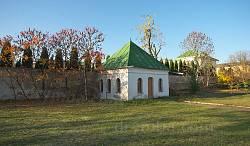 Старі споруди монастирського саду