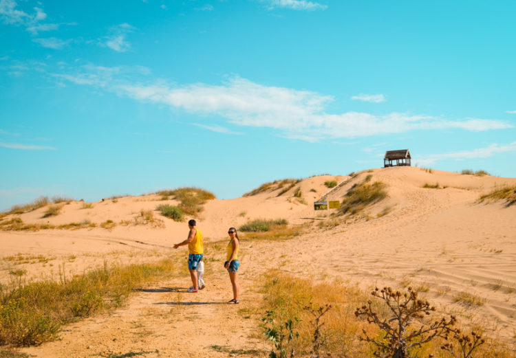 Люди у пустелі
