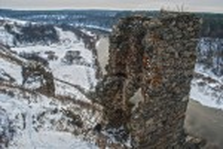 Губків. Вид на замкову вежу і каньйон річки Случ