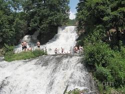Відпочинок на Джуринському водоспаді