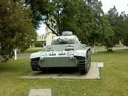 Танк Panzer III на території університету