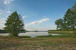 Піщані береги озера