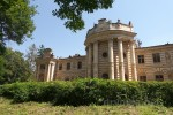 Парковий фасад палацу Бадені у Коропці