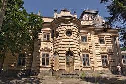 Бічний фасад палацу